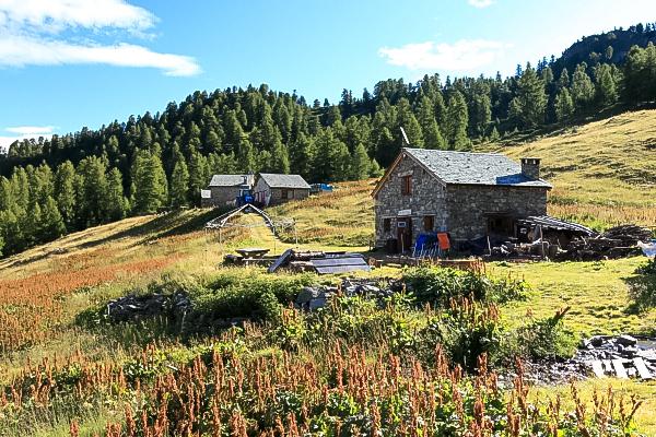 Rifugi e bivacchi nelle alpi orobie rifugio baita lago for Rifugio in baita di montagna