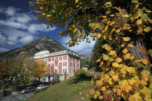 http://www.waltellina.com/valtellina_valchiavenna/visitare_paesi/bormio/hotel_terme_bagni_nuovi_bormio.jpg